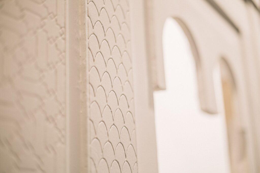 GloriaMartín. Yeseria. Escultura en Arabe (detalle). PremioCervezasAlhambra. 2018